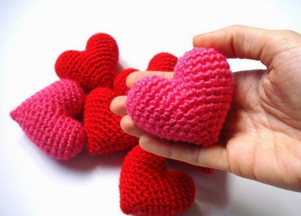 How to make a 3D Crochet Puffy Heart - The Crochet Club