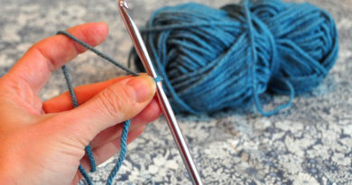 How to Hold Yarn for Crochet